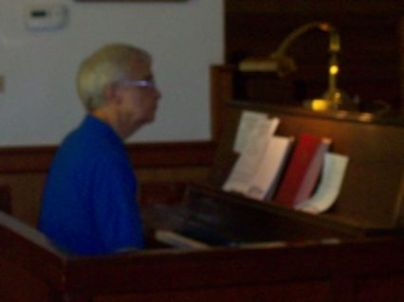 Bro. Wes Elder plays the Piano/Organ for Offertry