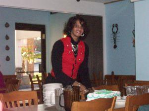 Lisa Serving Cake